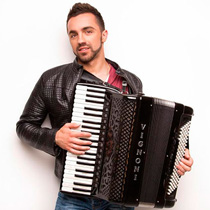 Accordion Player 106299