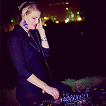 Female DJ 109015