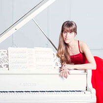Female Pianist 108352