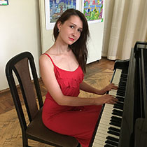 Female Pianist 108365