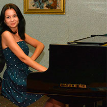 Female Pianist 108366