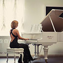 Female Pianist 7654
