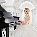 Female Pianist And Singer 9002