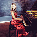 Female Pianist And Singer 9396