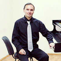 Male Pianist 105972
