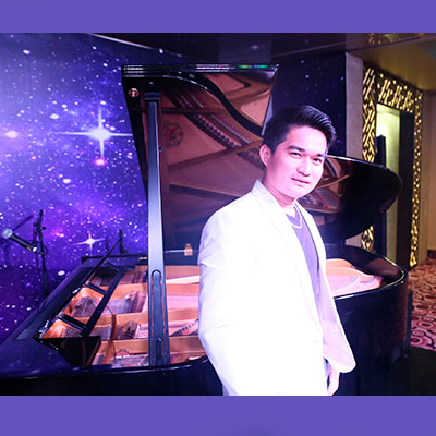 Male Pianist Singer 10352