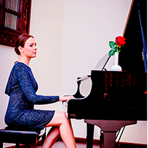 Pianist And Singer 108021