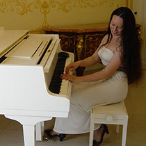Pianist And Singer 108169