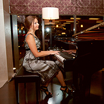 Pianist And Singer 108213