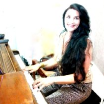 Pianist And Singer 109620